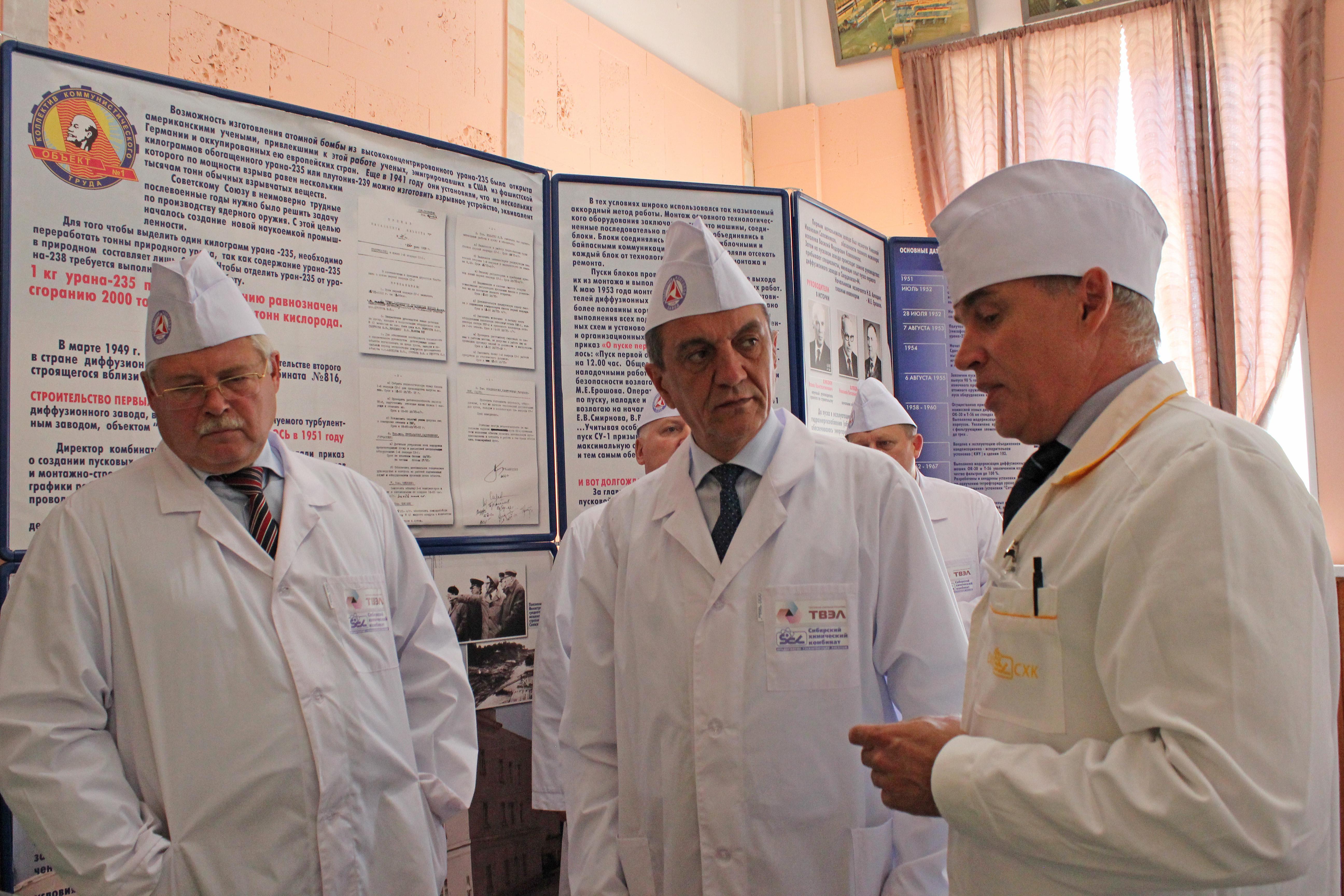 Полпред ознакомился с деятельностью СХК и посетил Самусьский судостроительный завод