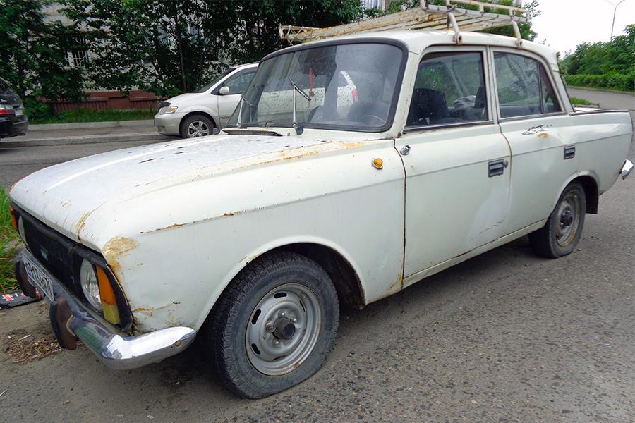 Владельцу брошенного автомобиля дали 10 дней, чтобы он убрал его со стоянки