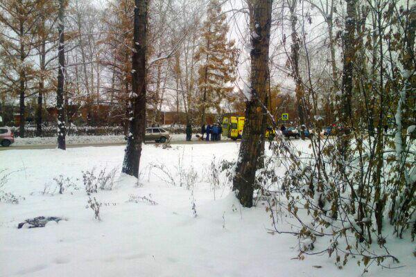 78-летняя женщина попала под колеса автомобиля