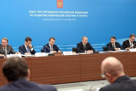 Владимир Путин поинтересовался у директора СОШ №198, как организована работа школьного спорта