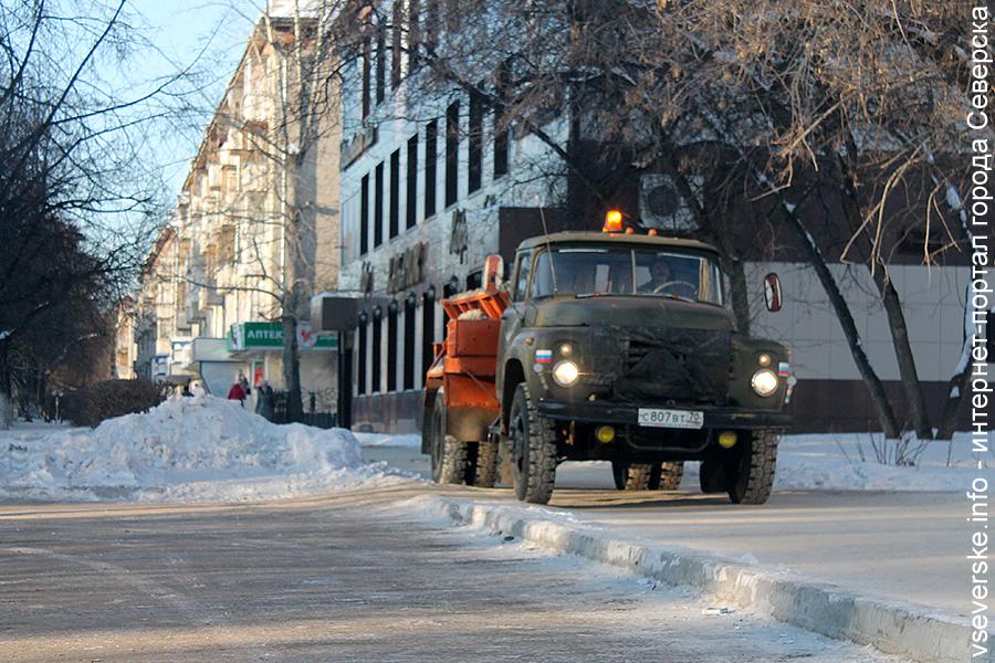 Почти в 5 миллионов рублей обходится городу уборка снега с придомовых территорий ежегодно