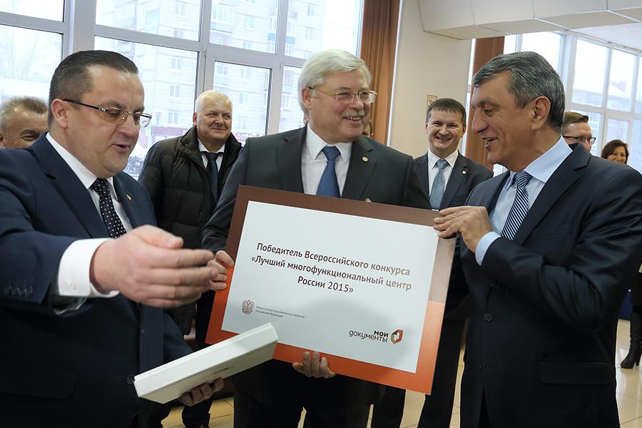 Губернатор провел экскурсию в лучшем российском МФЦ