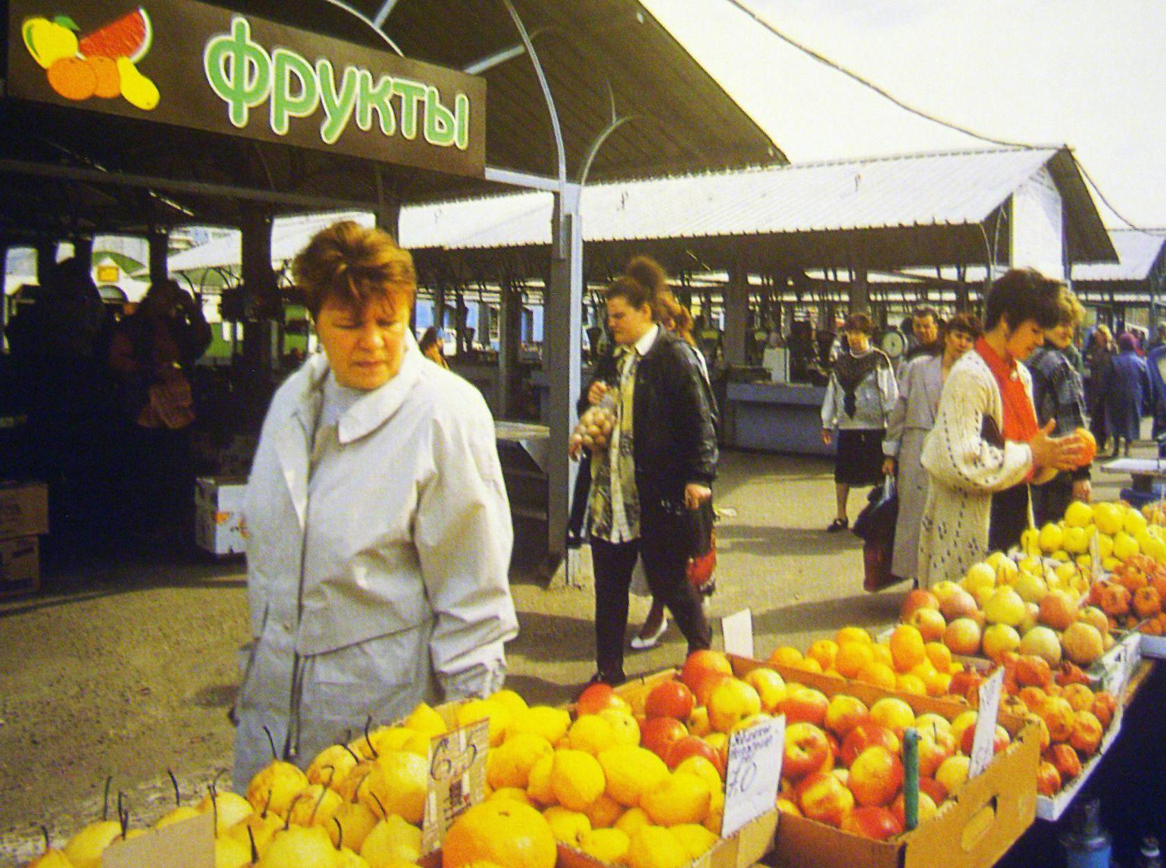 История в фотографиях. Городской рынок из 90-х