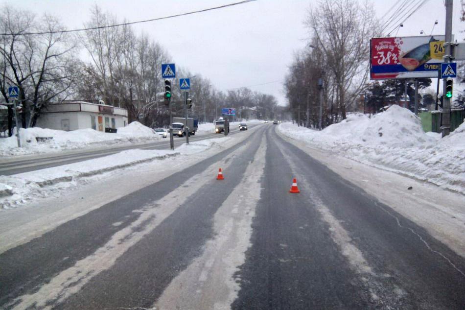 Автобус с пассажирами врезался в две легковушки в Томске