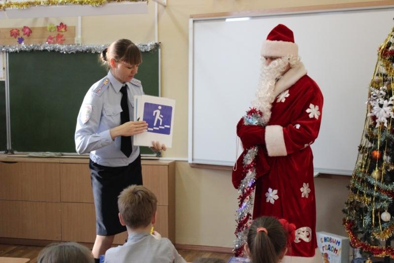 Дети пообещали Деду Морозу не нарушать правила