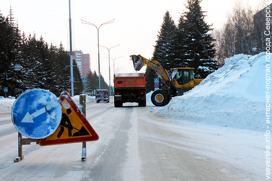 Фото дня. Городские службы начали войну со снегом