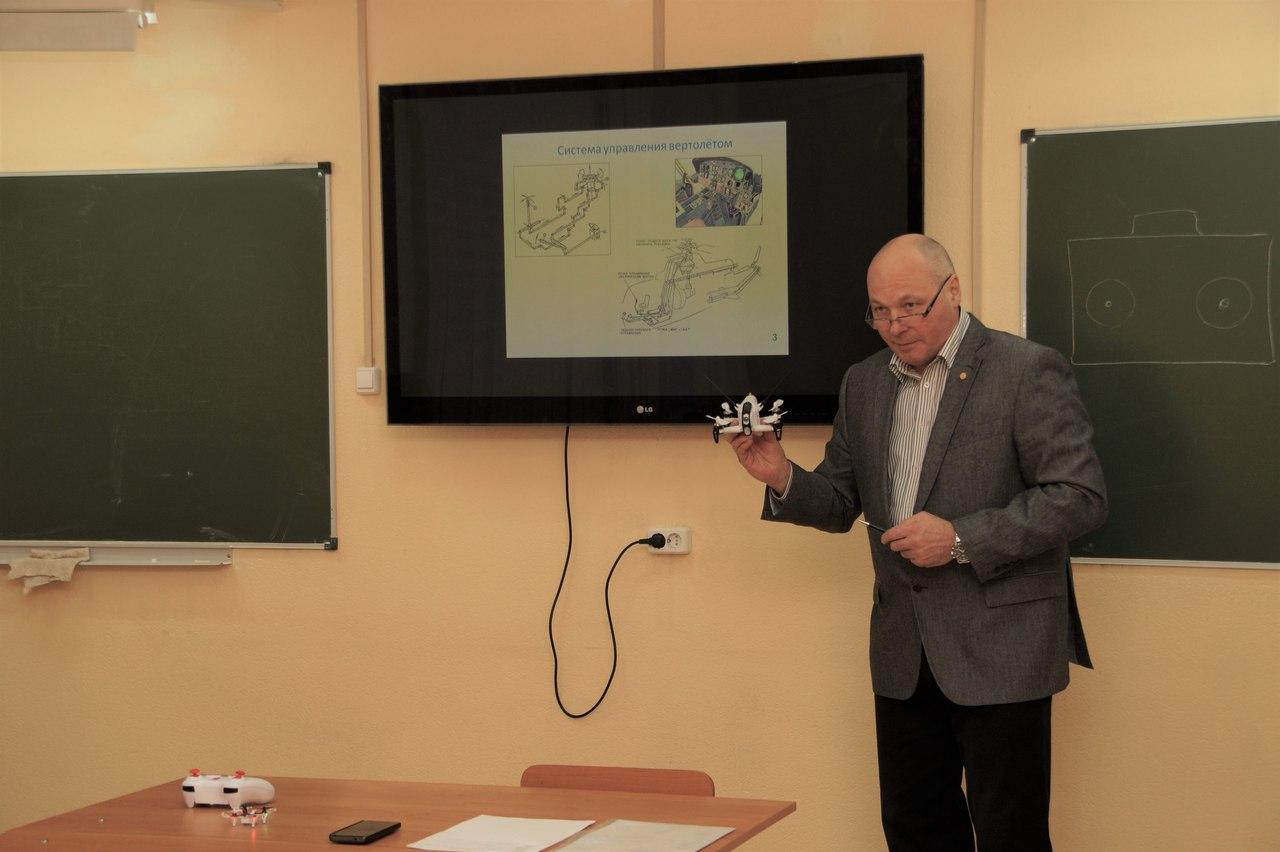 Старшеклассников учат разрабатывать подвесное оборудование гексакоптера
