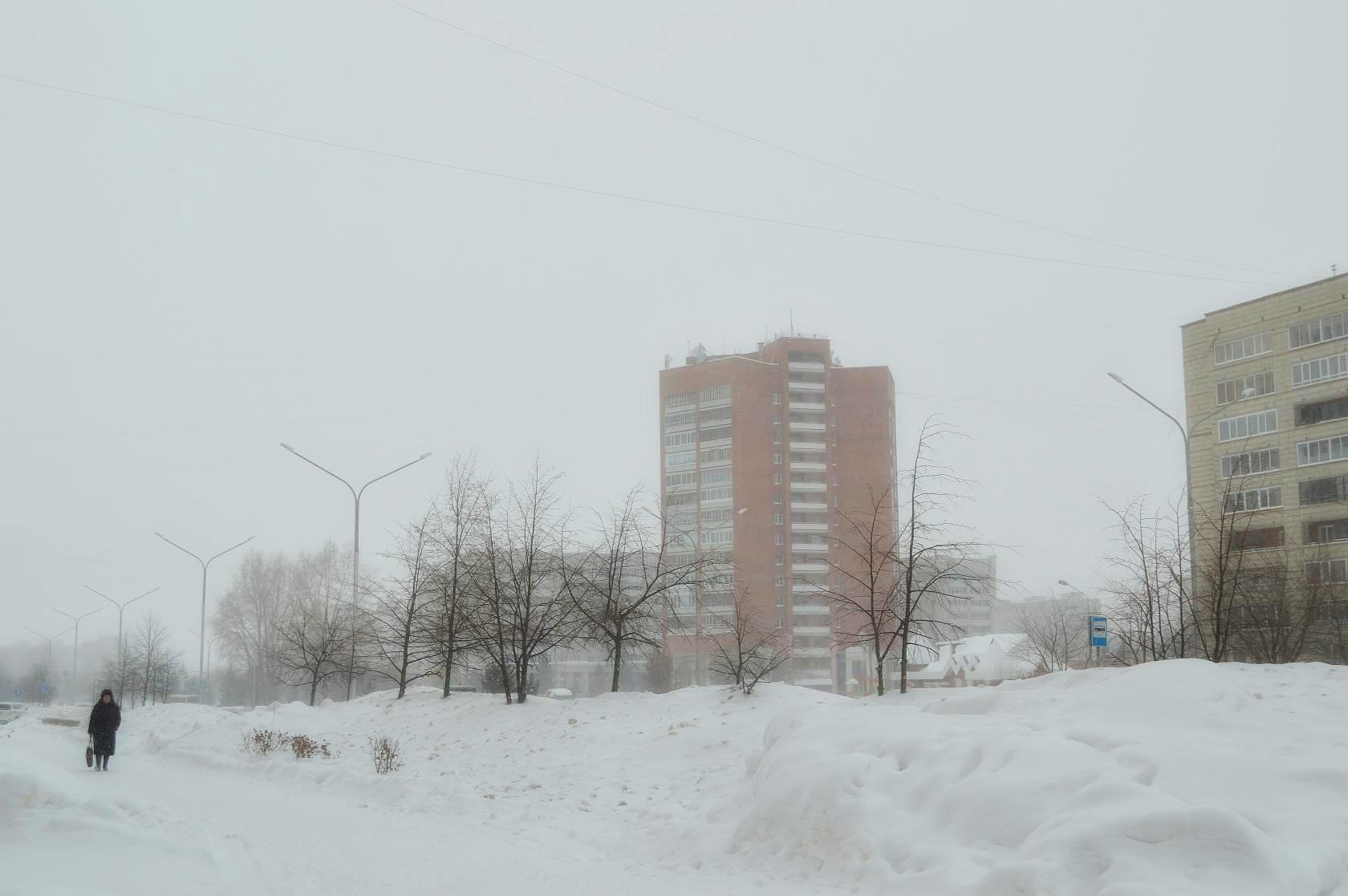 Вам не видно, а снег всё идет!