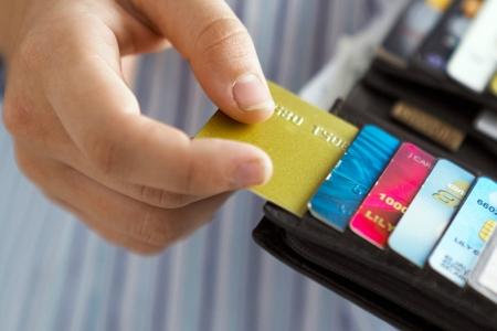 Местный житель тайно снял с банковской карты своей родственницы 40 тысяч рублей