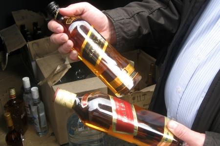 Организатор «семейного бизнеса», торговавший поддельным алкоголем, получил условный срок