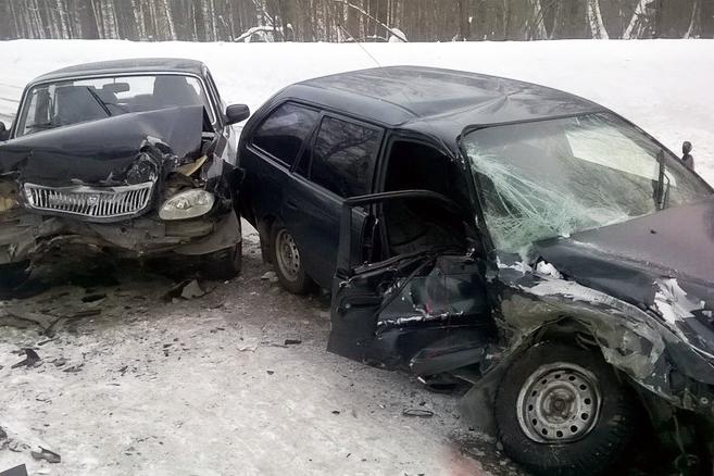 Водитель иномарки погиб после столкновения с «Волгой»