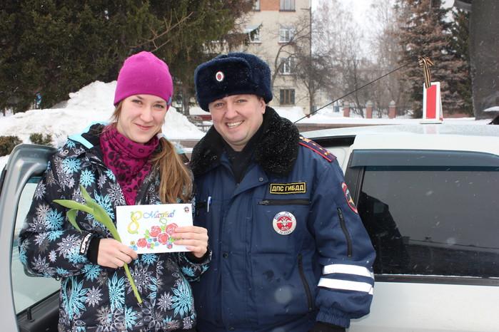 «Цветочный патруль» поздравил северчанок с праздником