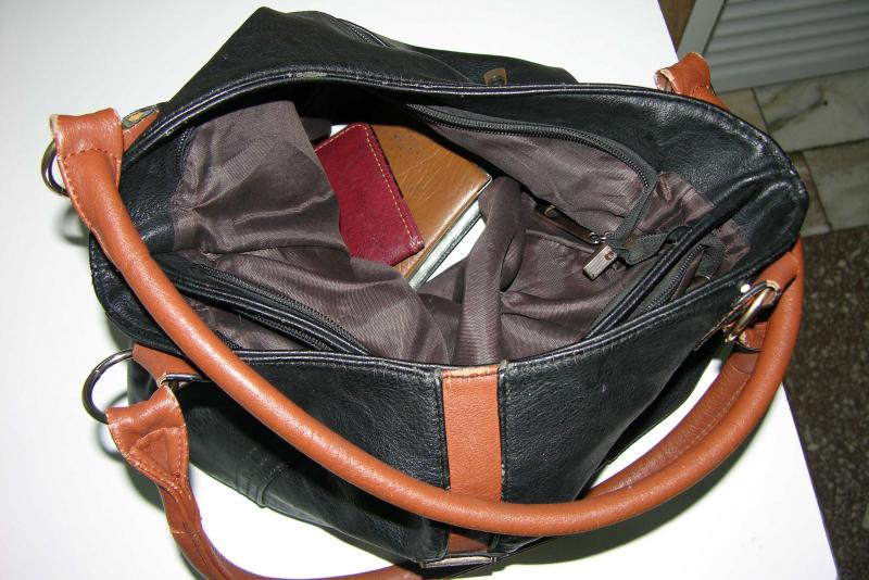 Ранее судимый местный житель украл кошелек у продавца магазина