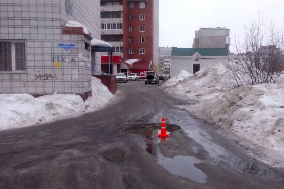 16-летняя пассажирка пострадала из-за дорожной ямы