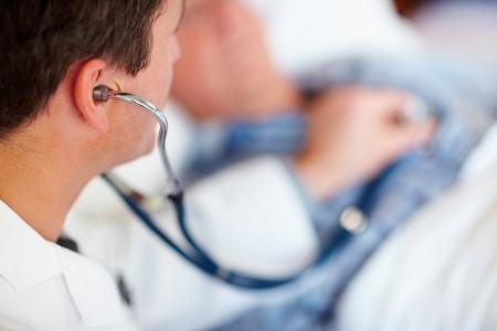 По информации медиков, работники СХК были госпитализированы с заболеваниями легких