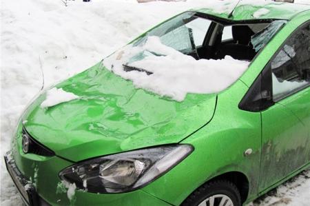 Что делать, если на автомобиль упал снег?
