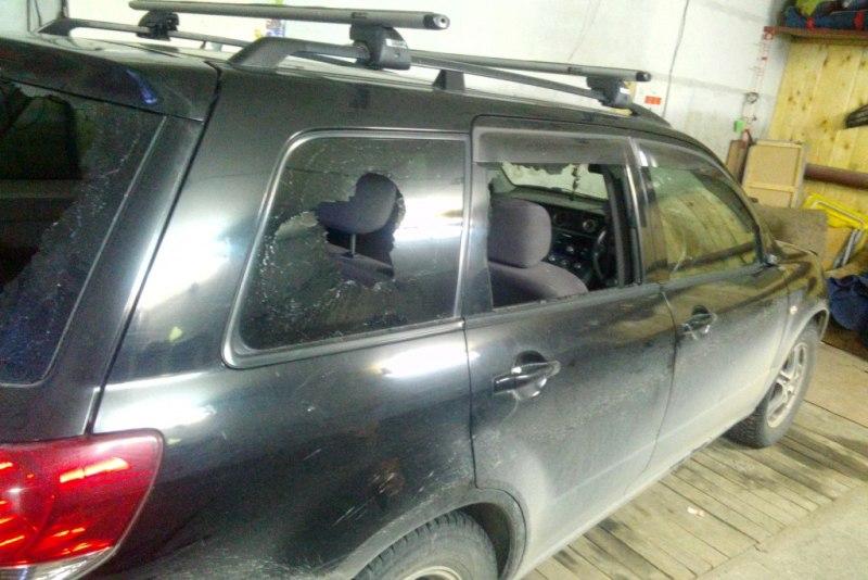 Северчанин «избил» молотком машину приятеля