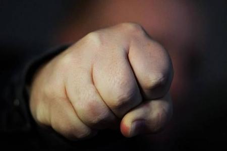 Экс-полицейский ответит за избиение женщины