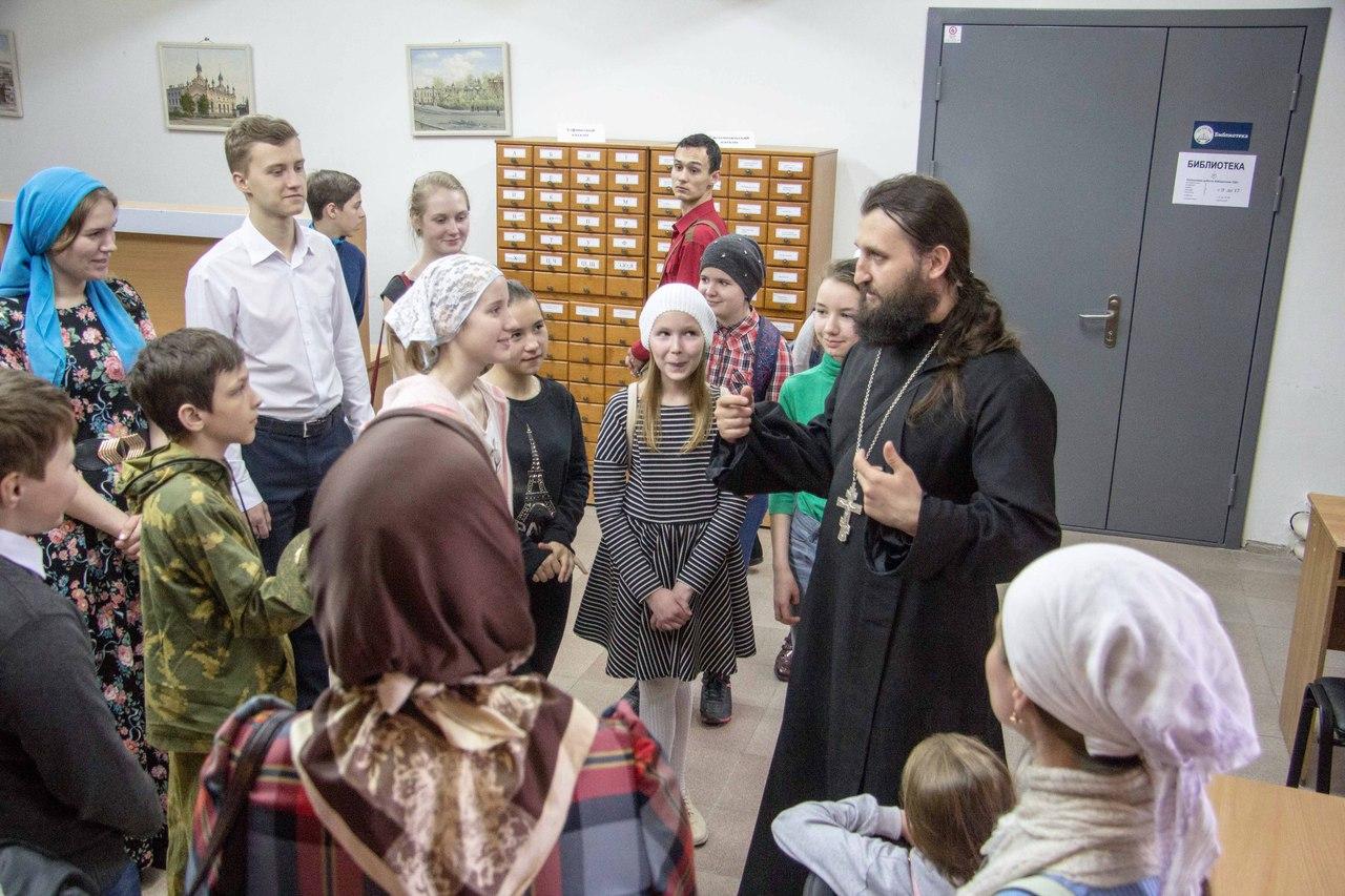 Подростковый православный клуб побывал в Томской духовной семинарии
