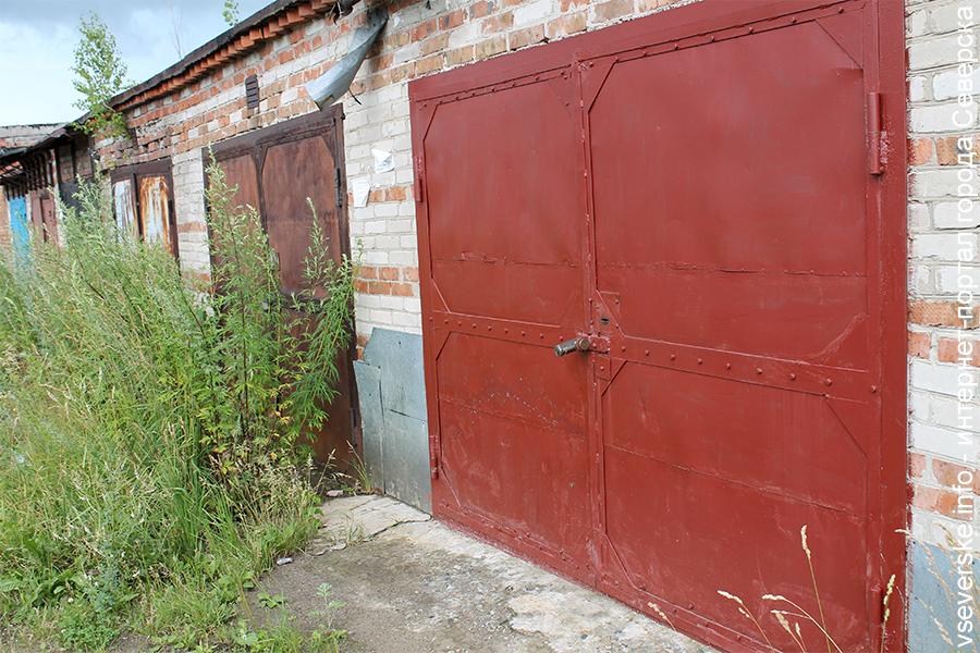 Северчанин спилил металлические ворота с гаража своей знакомой