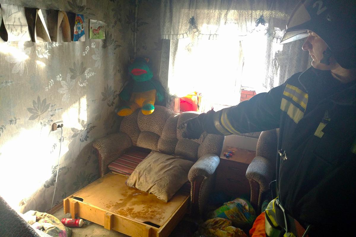 Пожарные спасли из горящей квартиры 6-летнего ребенка