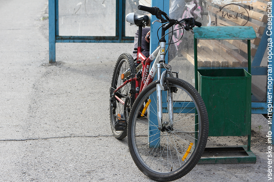 Велосипедист сбил 4-летнего ребенка