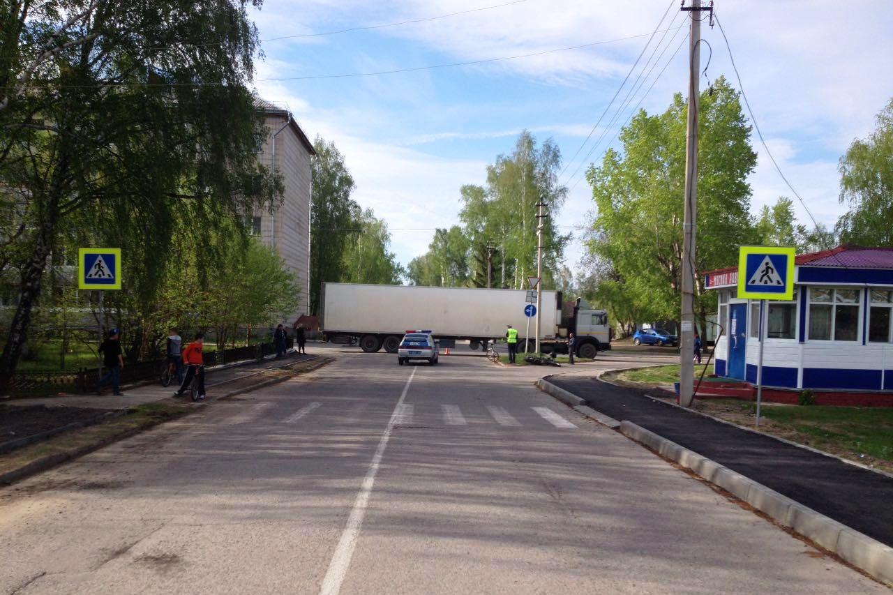 В поселке Самусь грузовик сбил мотоциклиста