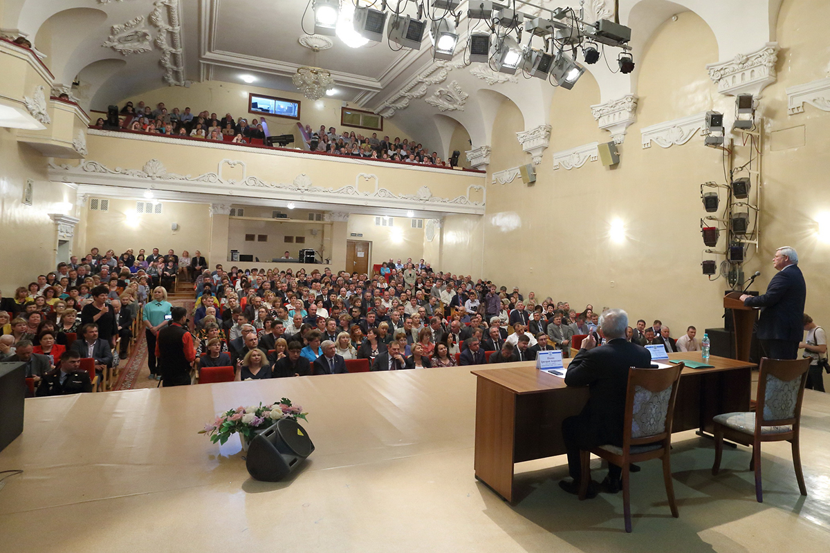 Сергей Жвачкин отчитался перед северчанами и ответил на их вопросы
