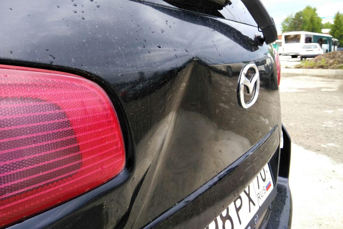 На парковке Томскнефтехима неустановленной машиной был совершен наезд на автомобиль