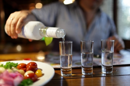 Мужчина отсудил у магазина 20 тысяч рублей морального вреда за плохую водку