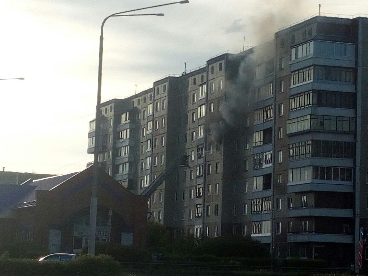 Пожарные спасли четыре человека из задымленного подъезда