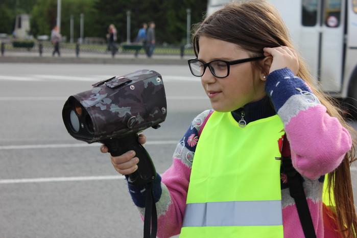 Инспекторы ГИБДД провели для детей мастер-класс по применению измерителя скорости