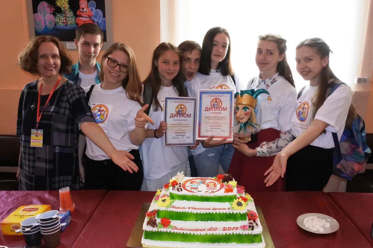 Коллектив театра-студии «Улыбка» получил золотого петрушку