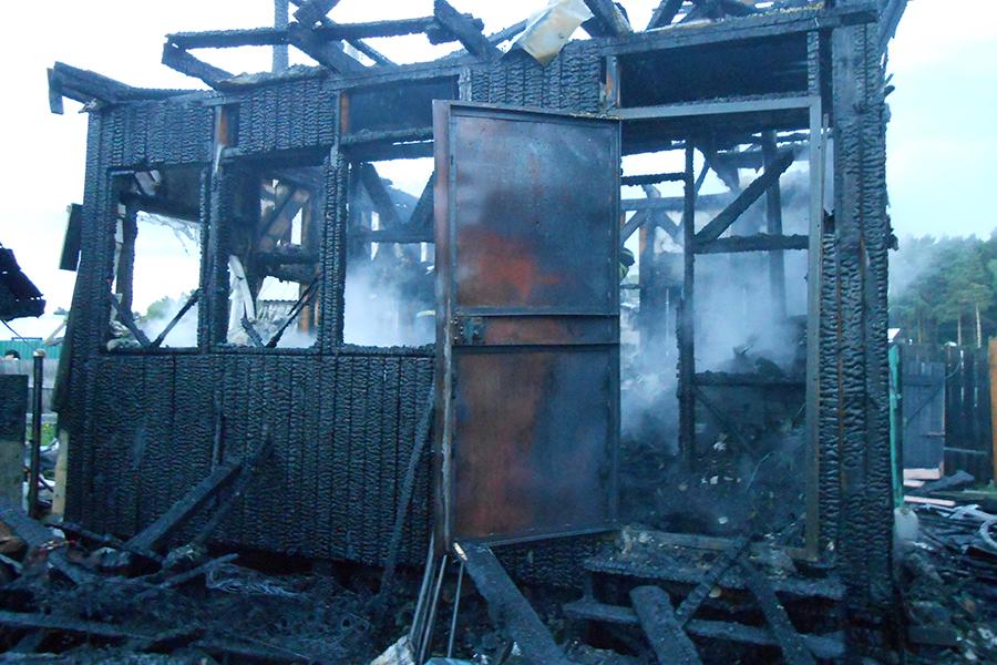 За неделю в городе сгорели два автомобиля и садовый дом