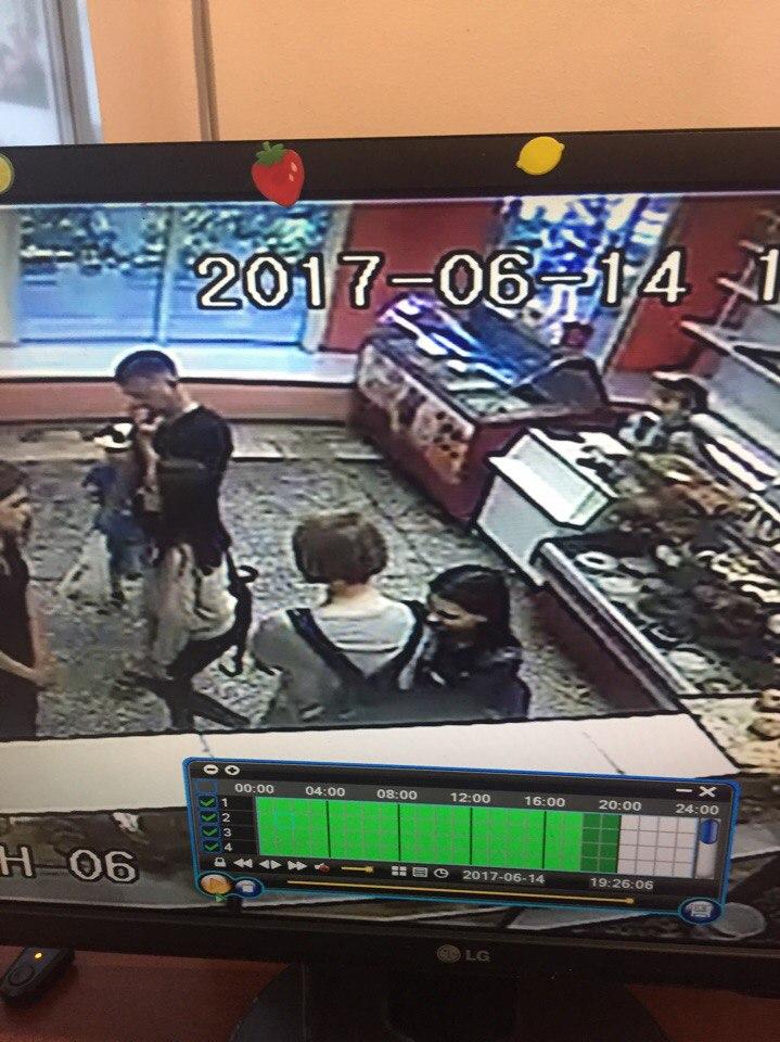 Дети воруют булочки