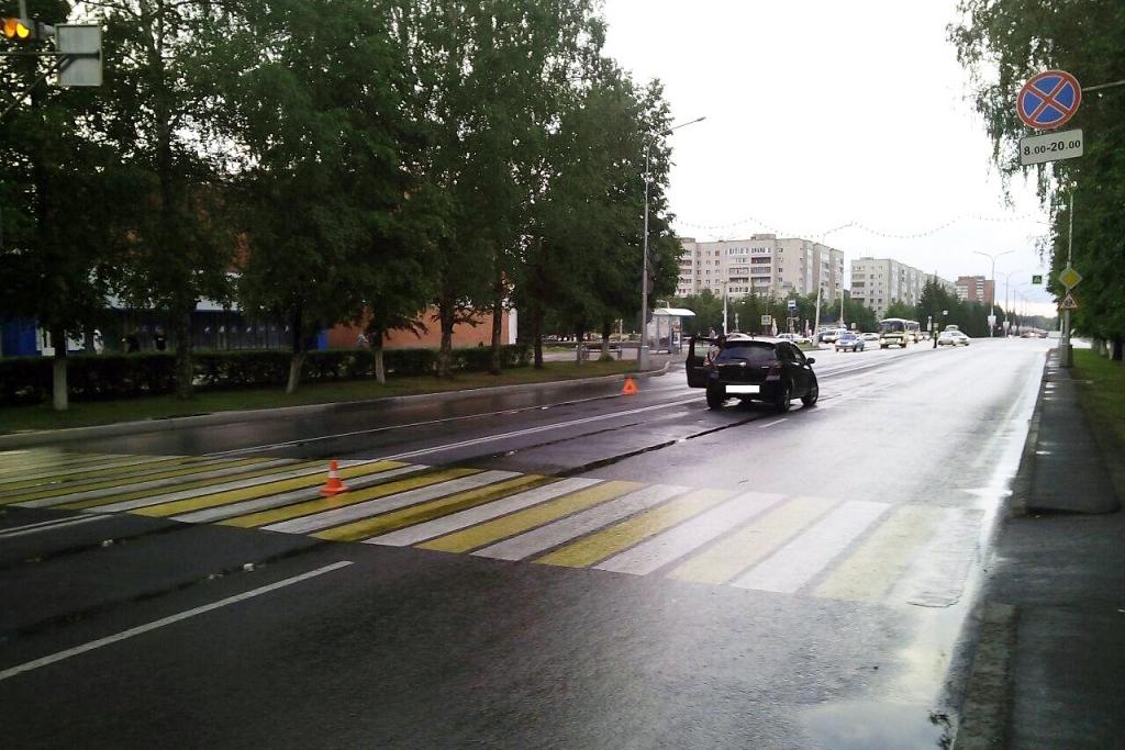 Ребенок попал под колеса иномарки на пешеходном переходе