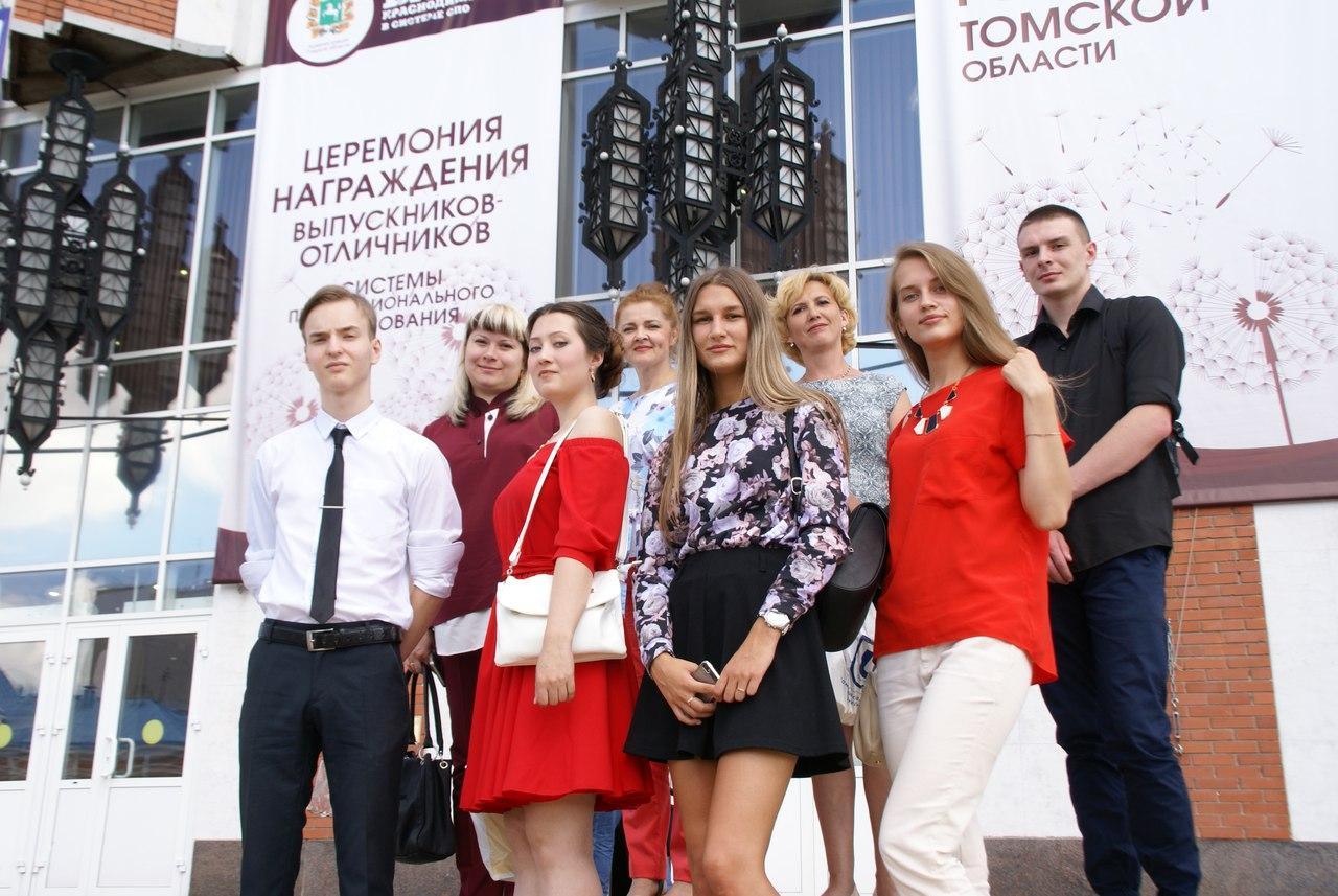 Студенты-отличники получили поздравления от Губернатора Томской области на Бале краснодипломников