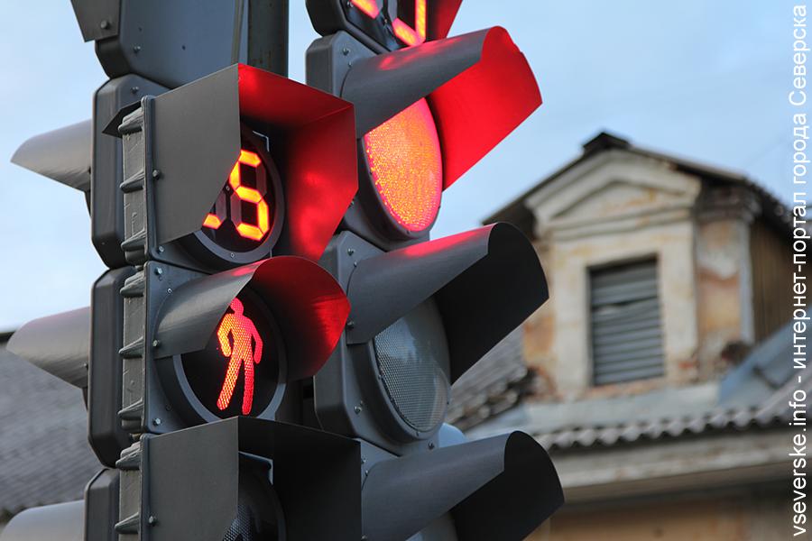 На перекрестке улиц Курчатова и Калинина не работает светофор