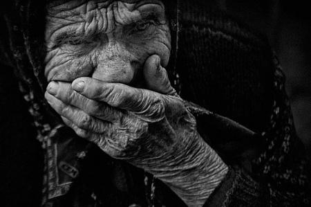 Северчанин чуть не задушил свою бабушку из-за пенсии