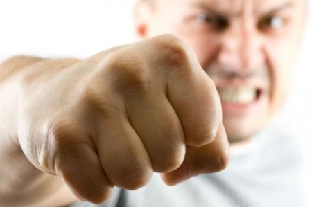 Бывший полицейский получил 3 года условно за удар кулаком в лицо женщине