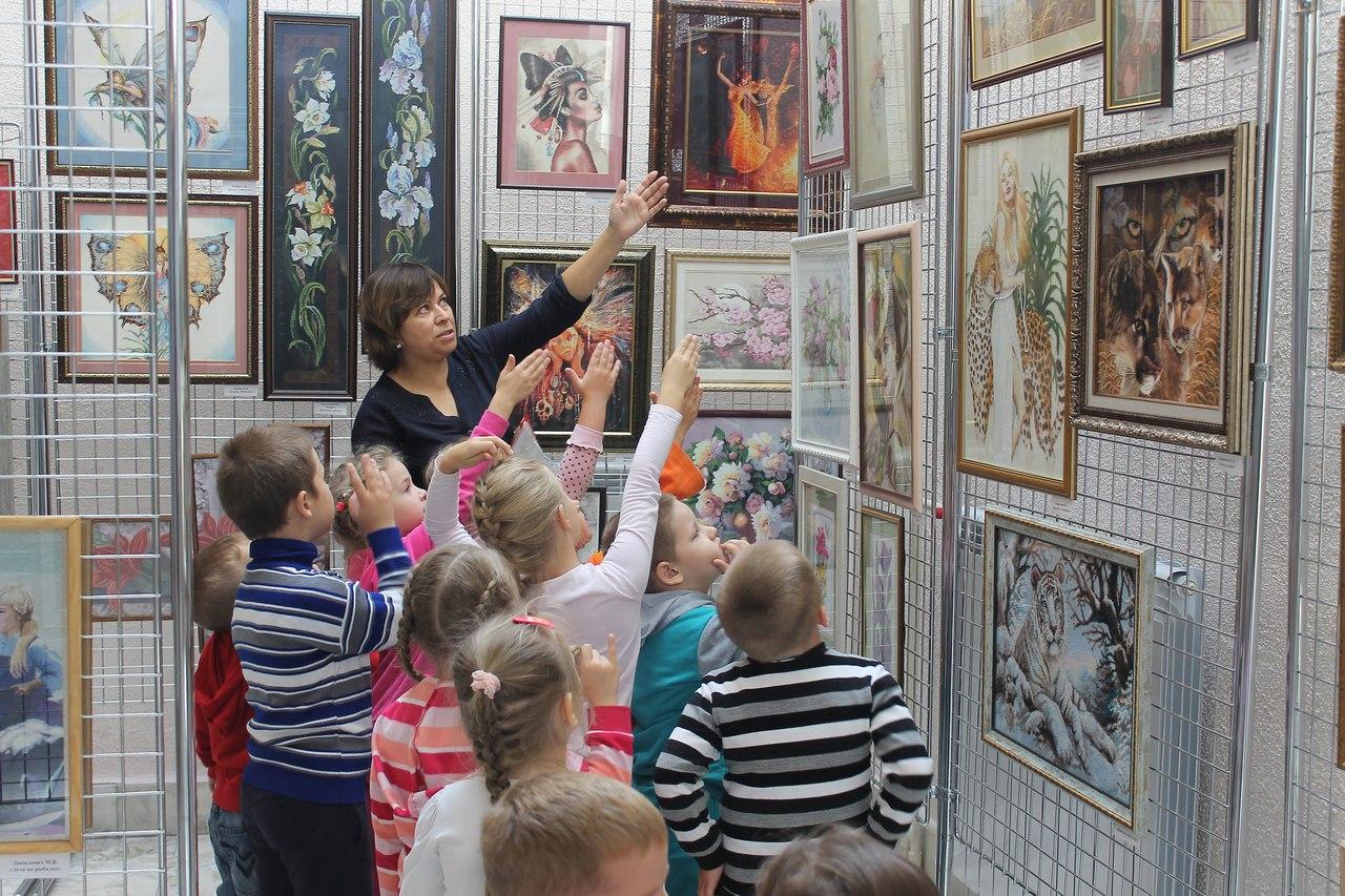Детям показали работы северских вышивальщиц