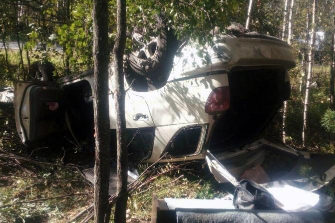 Автомобиль перевернулся и улетел в кювет на трассе Томск-Самусь