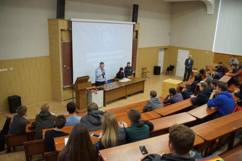 Полицейские и общественники встретились со студентами