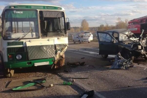 Водитель автомобиля скончался в результате столкновения с ПАЗом