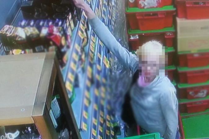 В Северске поймали женщину, которая воровала в супермаркетах продукты и косметические средства