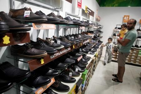 Путин поручил изучить возможность введения утилизационного сбора на обувь