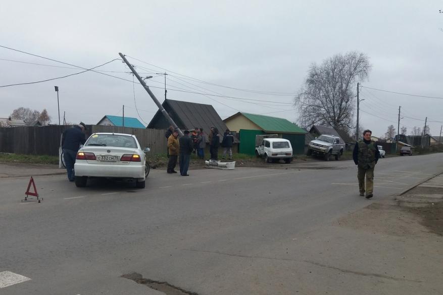 В Иглаково автомобиль в результате ДТП снес опору ЛЭП