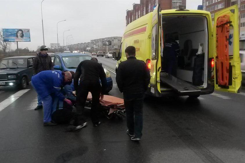 На улице Ленина автомобиль сбил женщину на пешеходном переходе
