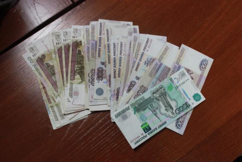 Мошенник-мебельщик обманул северчанку на 17 000 рублей