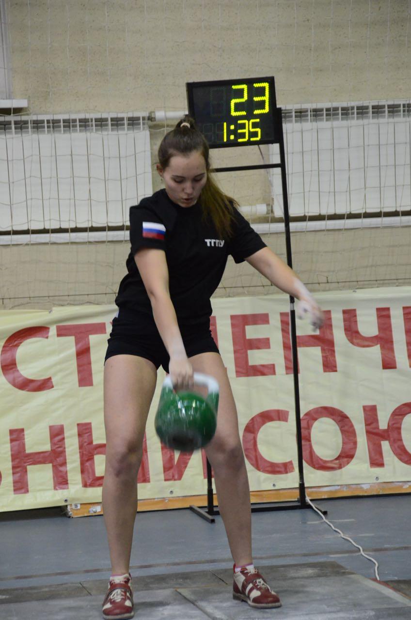 Алёна Грибченко завоевала серебряную медаль Первенства России по гиревому спорту